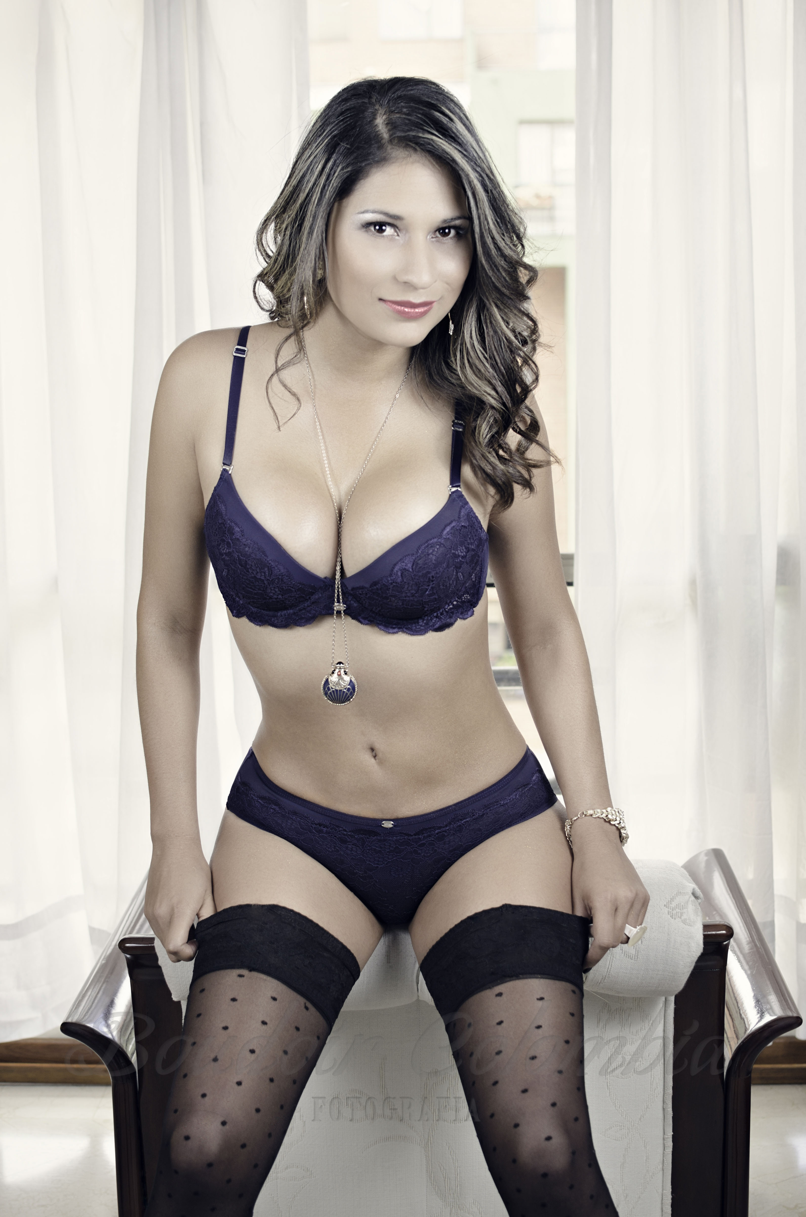 http://boudoircolombia.co/wp-content/uploads/2014/08/Boudoir-Colombia-Maira001-Color.jpg-image